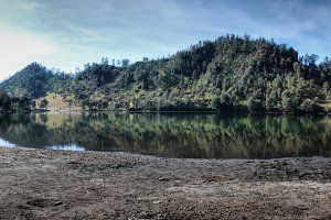 Ranu Kumbolo Lake.jpg