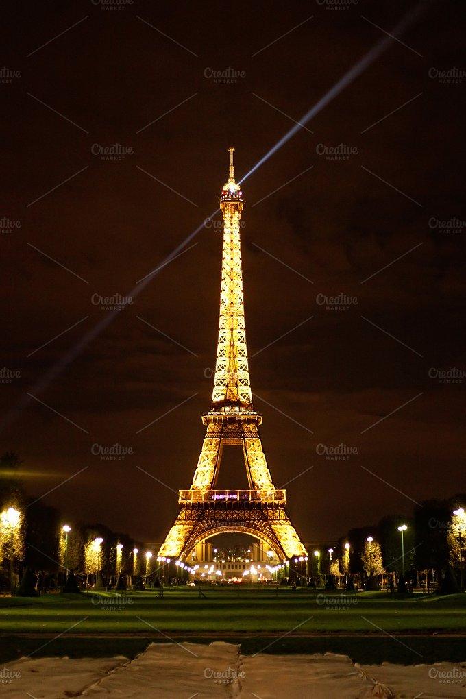 Eiffel tower illuminating architecture photos creative for Eiffel architect
