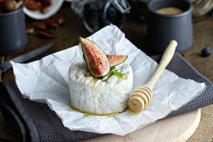 Cheese with honey and fig