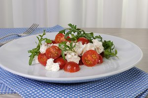 salad arugula with cherry tomatoes