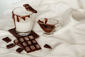 Sweet milk chocolate for refreshments