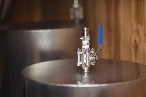 Valve on beer worts to make beer