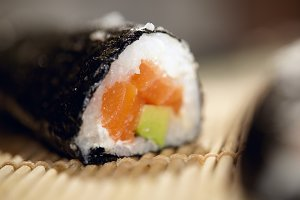 Susshi roll with salmon and avocado.