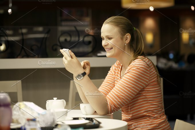 Young woman chatting smartphone - People