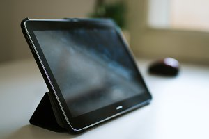 the tablet or e-book on your desktop screen