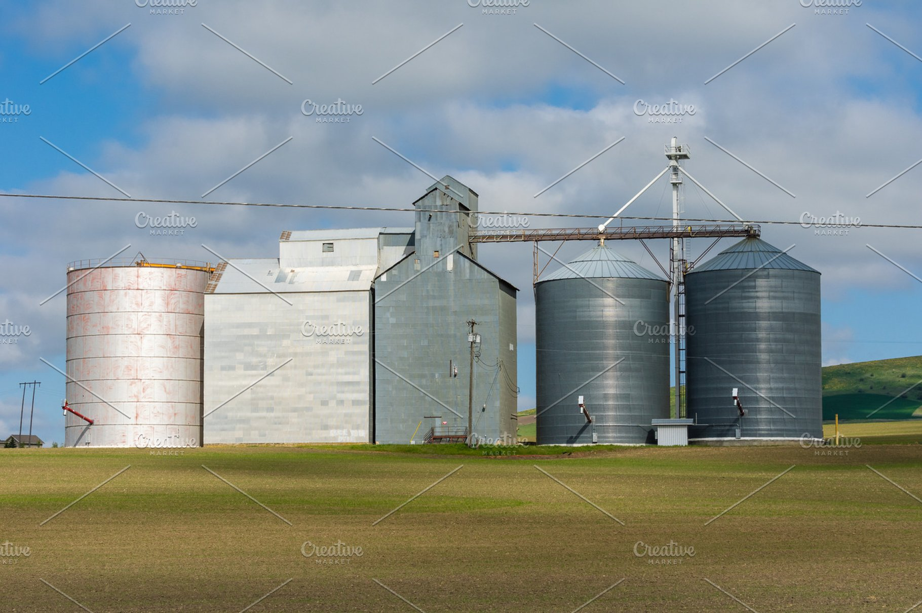 Grain silos and mill