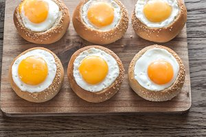 Egg-in-a-hole buns