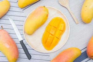 yellow mango fruits