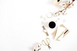 Feminine gold styled desktop