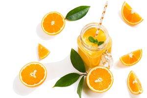 Juice and slices of orange fruit.