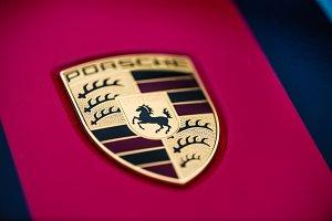 Porsche 911 emblem
