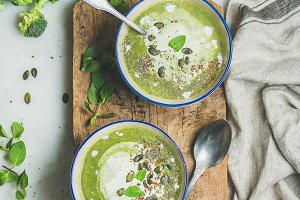 Detox broccoli cream soup