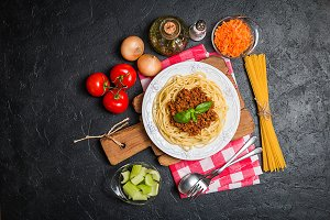 Spaghetti bolognese with ingredients