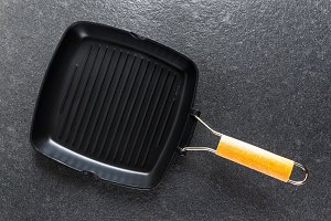 iron empty grill pan