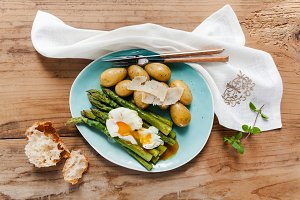 asparagus,potatoes and poached egg