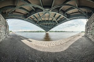 Underbridge (color)
