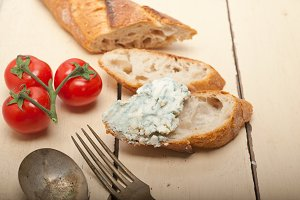 blue cheese on bread