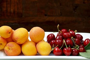 Cherries and apricots on a tray