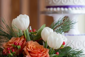 Winter Wedding Flowers & Cake