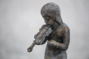 Statues of children playing musical instruments