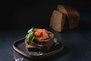 Rye bread with smoked salmon