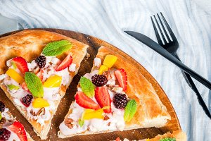 Summer snacks. Fruit pizza