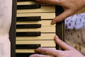 old hands playing piano