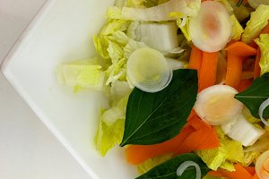 Lettuce salad, carrots and basil
