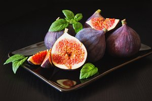 figs in a plate