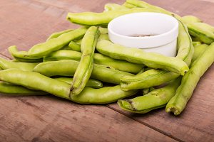 Fresh fava beans with dipping sauce