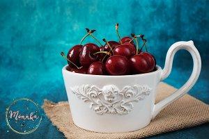 Bowl full with fresh cherries