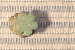 Green butter cookies, flower shaped