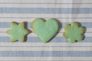 Green butter cookies, heart, flower