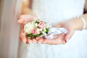 Tender boutonniere on bride's palms