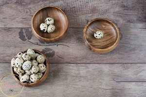 Wooden bowls with quail eggs