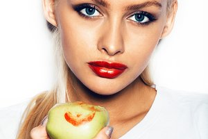 beautiful young woman holding an apple