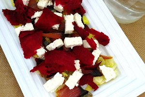 Beet salad with dry tuna and feta