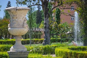 Decorative vase and fountain