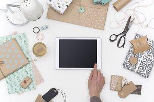 Feminine retro gift tablet header