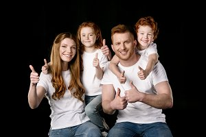 happy family showing thumbs up