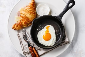 Fried egg and croissant sandwich