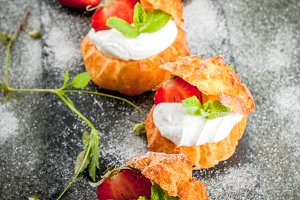 Profiteroles with strawberry