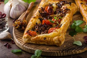 Puff pastry vegetarian pizza