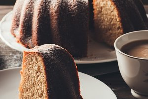 Yogurt cake with coffee