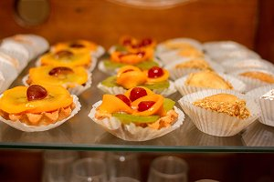 Baked baskets with fruits
