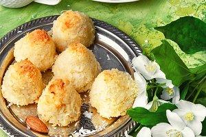 Almond cake truffle