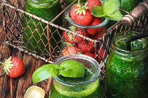 Smoothies with basil and strawberry