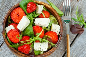 salad with tofu and strawberries