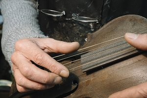 Luthier  perfects the old violin