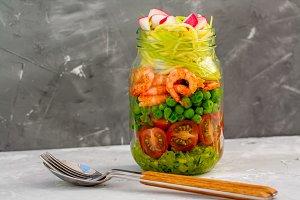 Zucchini pasta with shrimps